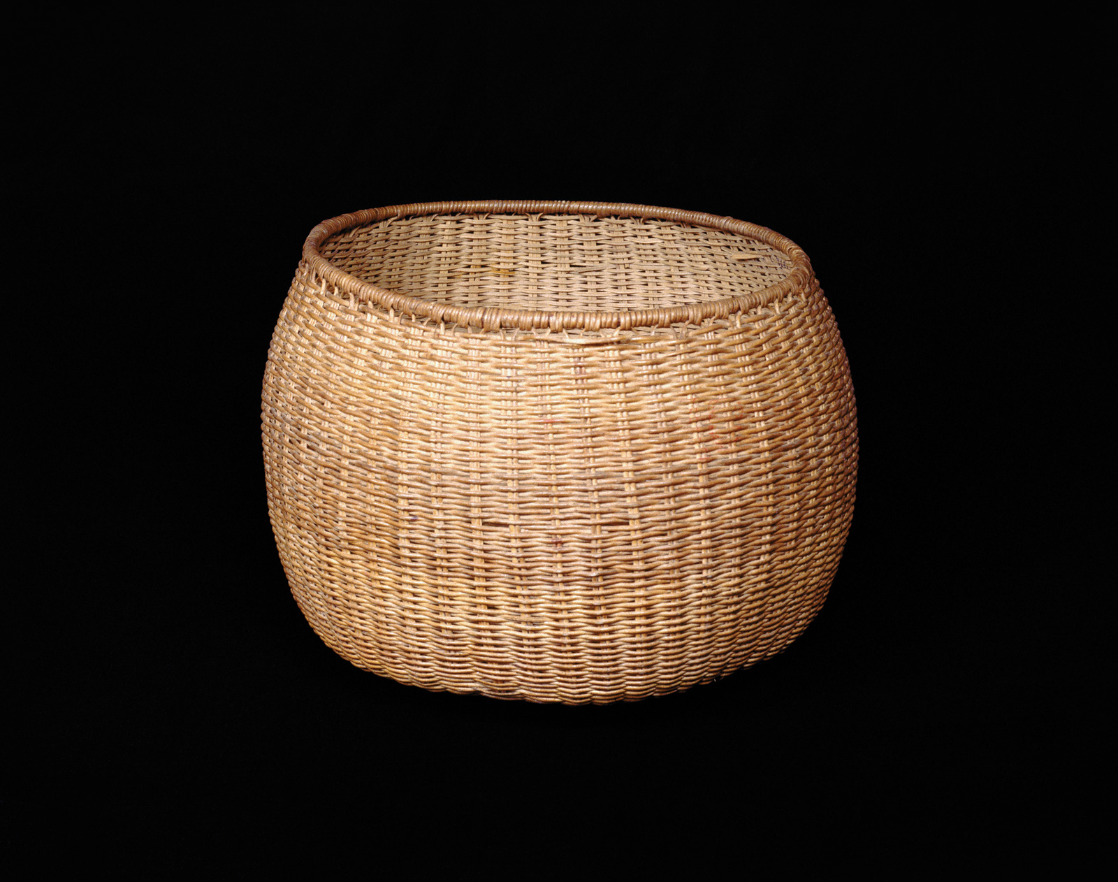 This robust basket made of mamure fibers is another example of the beautiful Baré basketmaking.