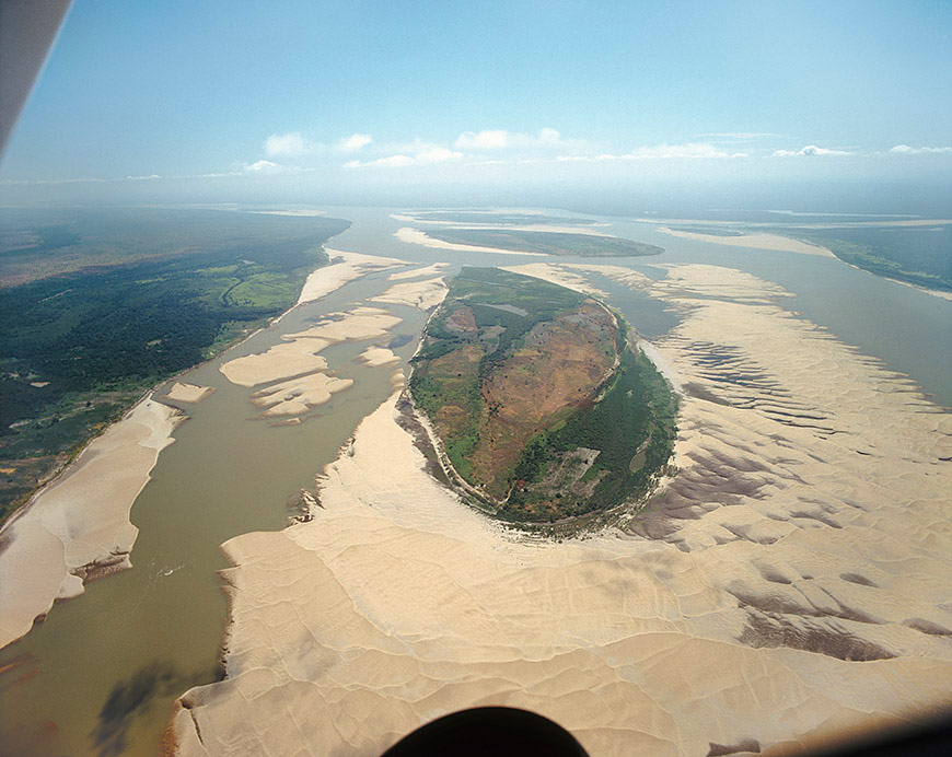The Orinoco River is widest where it crosses the savannah regions in Venezuela and Colombia.